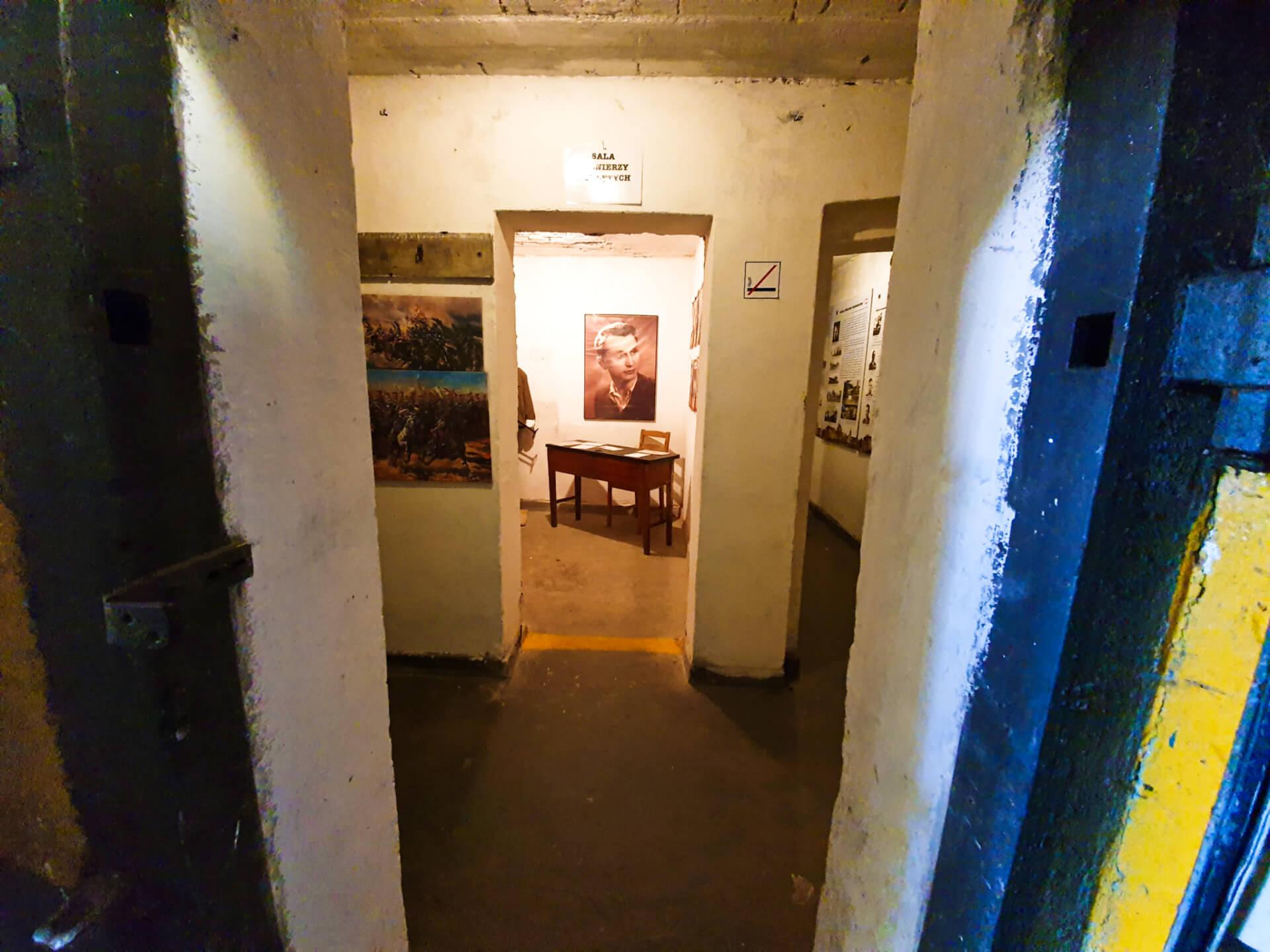Schron na brusie_wystawa_pomieszczenia_schronu