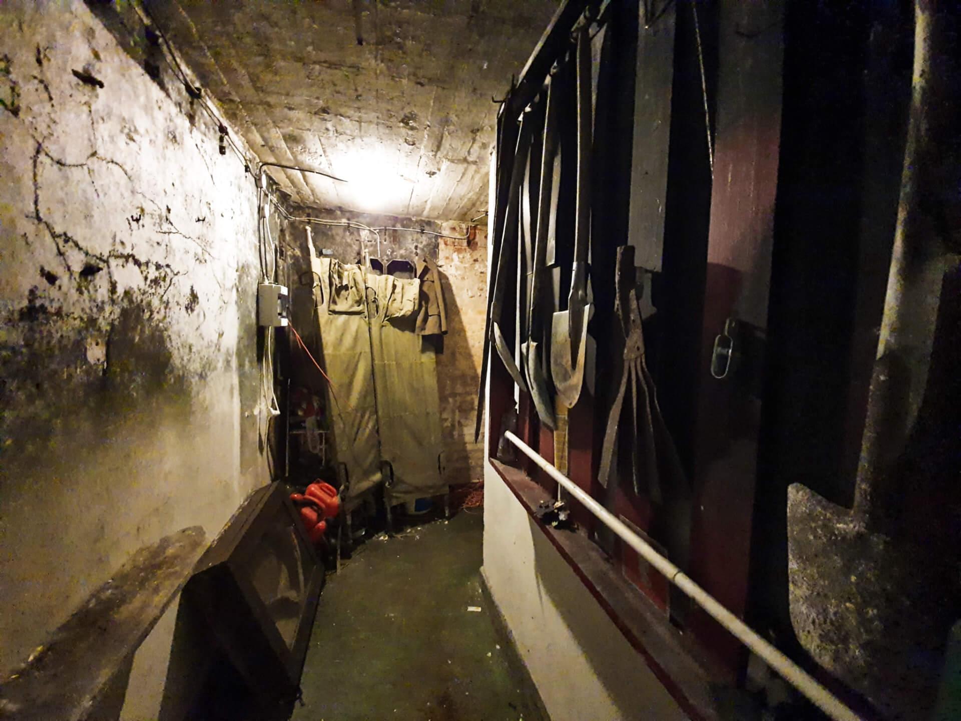 schron na brusie_pomieszczenia_wystawy_ekspozycja_mroczne tunele