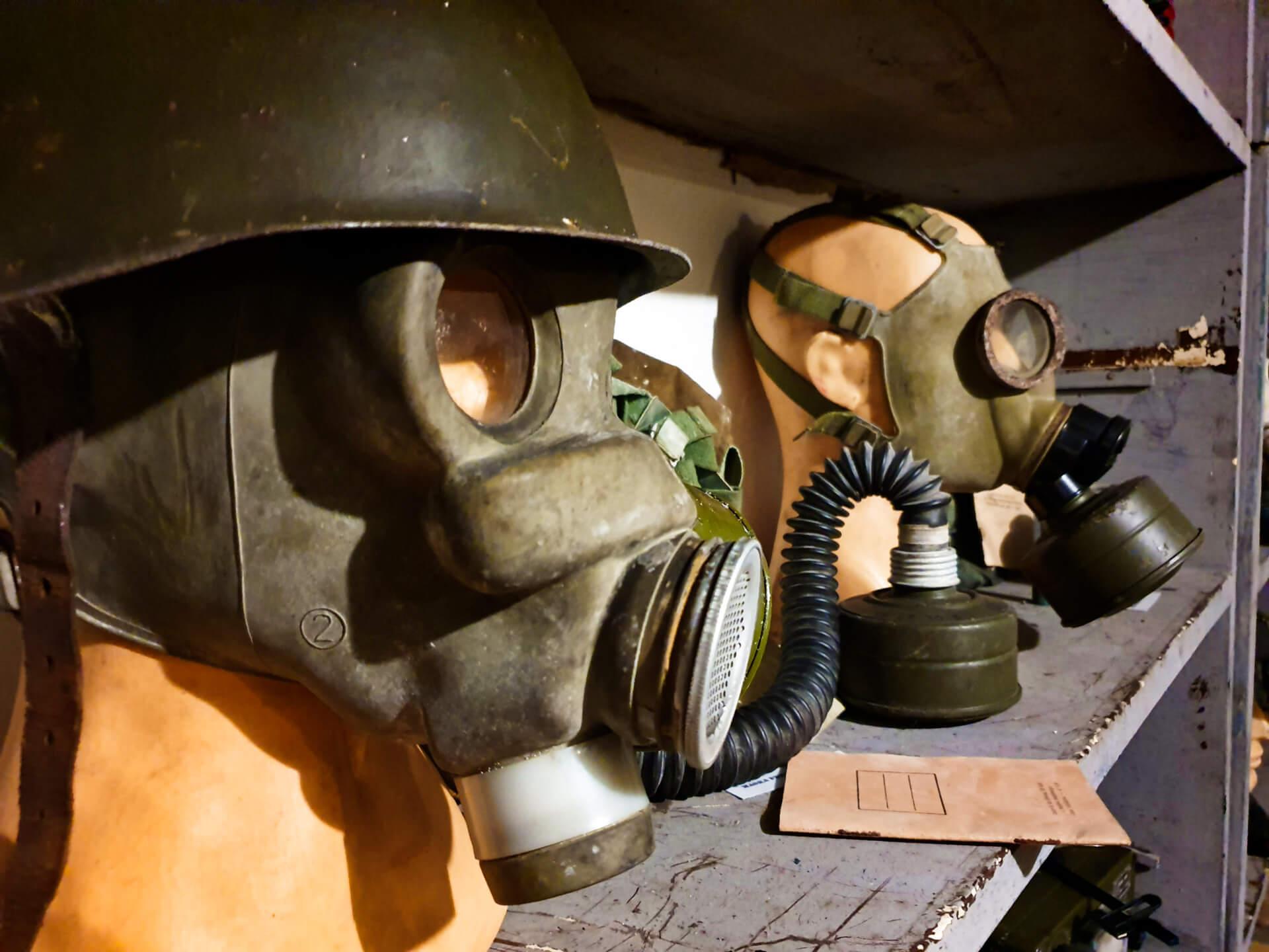 schron na brusie_pomieszczenia_wystawy_ekspozycja_zabytkowe_maski_gazowe